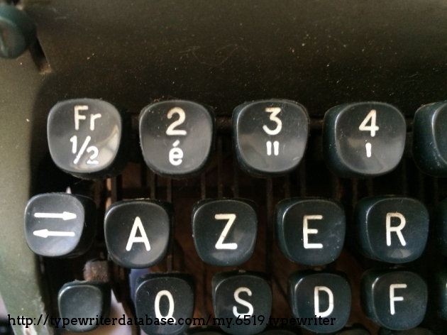 French AZERTY keyboard... How I hate this layout, but typewriters like this are a good counterbalance.