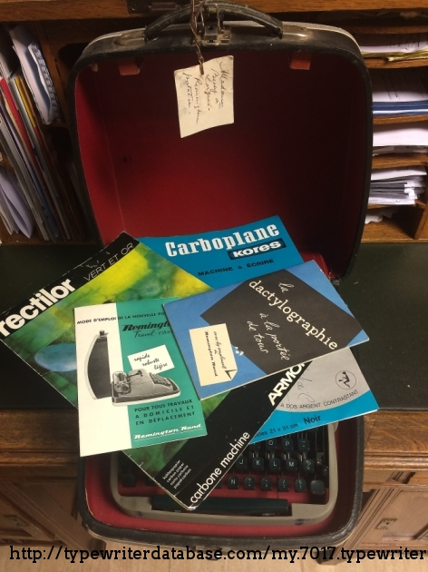 The full set! Manual, a touch typing guide, carbons... Pick your poison!