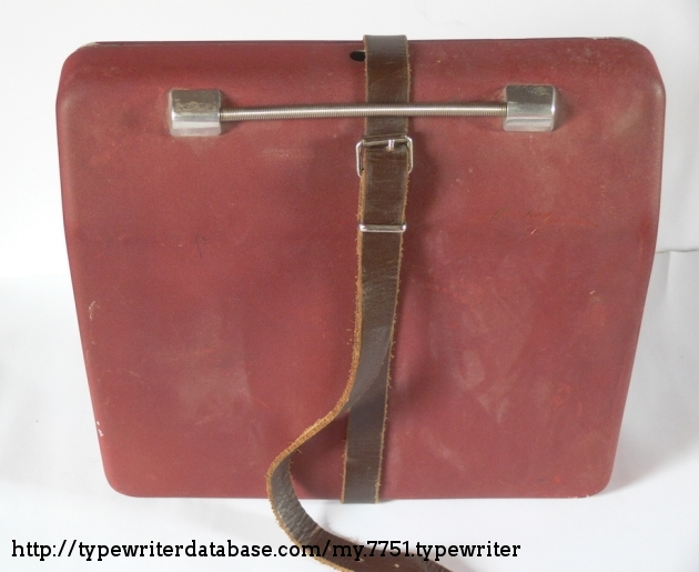 The pre-owner used this leather, because the case does not close