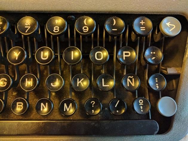 Keyboard detail showing special language keys.
