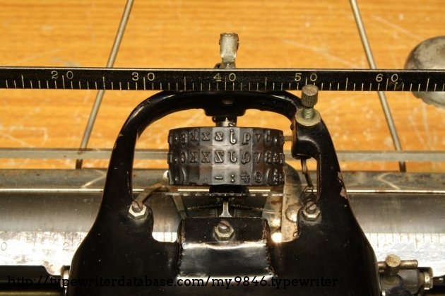 This machine feature a cylindrical type element, letting the typist quickly switch between fonts or languages.