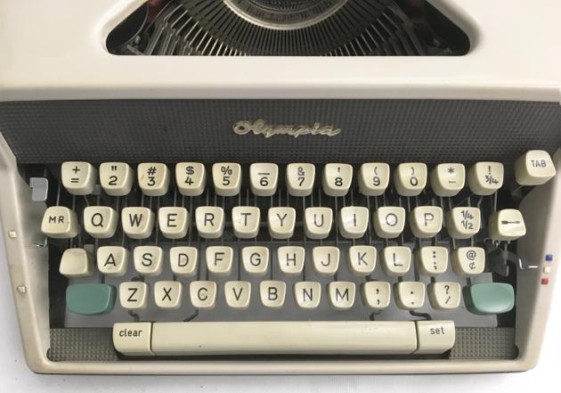 "Olympia ""SM 7"" keyboard detail..."