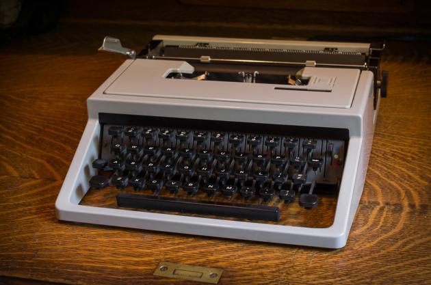 http://typewriterdatabase.com/img/gOlivetti-Underwood%20_2537_1401648085.jpg