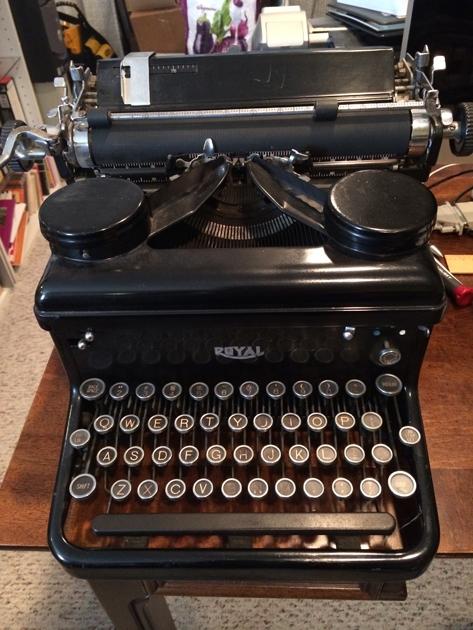 1936 Royal Khm On The Typewriter Database