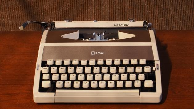 http://typewriterdatabase.com/img/gRoyal%20_2640_1403199660.jpg