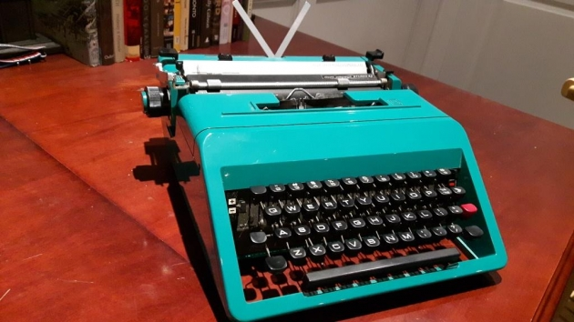 Even the case keys feature that classic Olivetti charm.