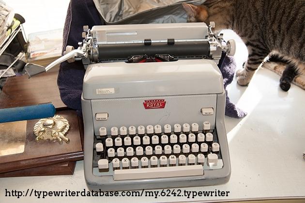 http://typewriterdatabase.com/img/groyal%20_6242_1464838401.jpg