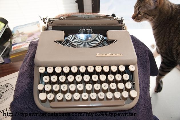 http://typewriterdatabase.com/img/gsmith-corona%20_6244_1464839104.jpg